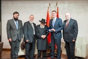 Predsjednik Jevrejske zajednice u Crnoj Gori uručio Lukšiću plaketu